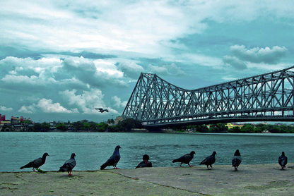 Picture of the Howrah Bridge, Mullick Ghat river's edge in Kolkata India.  Photo Credit: Sudipta Chakraborty.  Selected as the June 2011 photo choice in FreePhotoCourse.com's June 2011 Contributor's Gallery.  Free Photography Course, wallpapers, photography tips and more.  (c) 2011, all rights reserved.