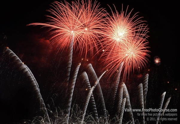 Picture of fireworks display to support an article by writer/photographer Stephen Kristof about how to take fireworks pictures, on FreePhotoCourse.com. © 2011, Stephen Kristof for FreePhotoCourse.com